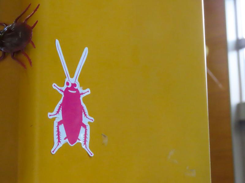 ゴキブリのキャラクター「ゴッキー」のステッカー