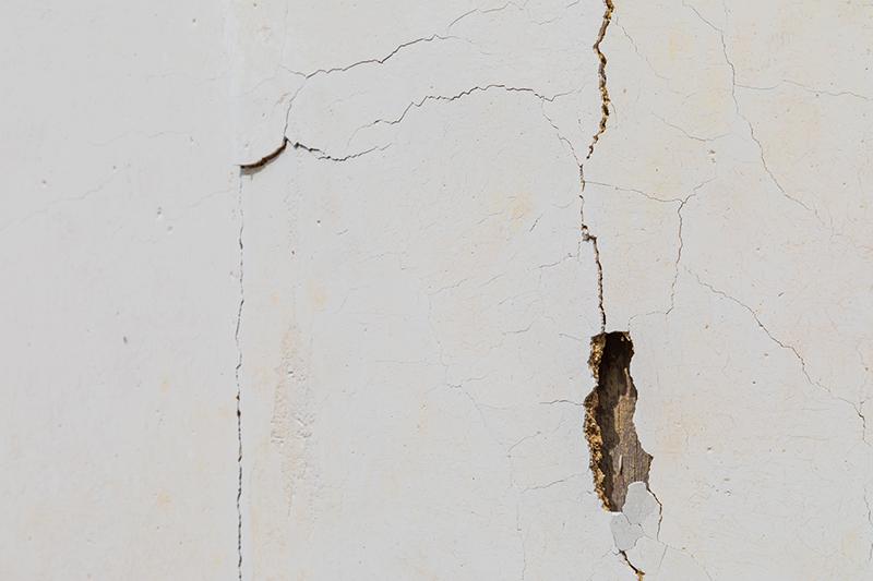 壁の穴の写真