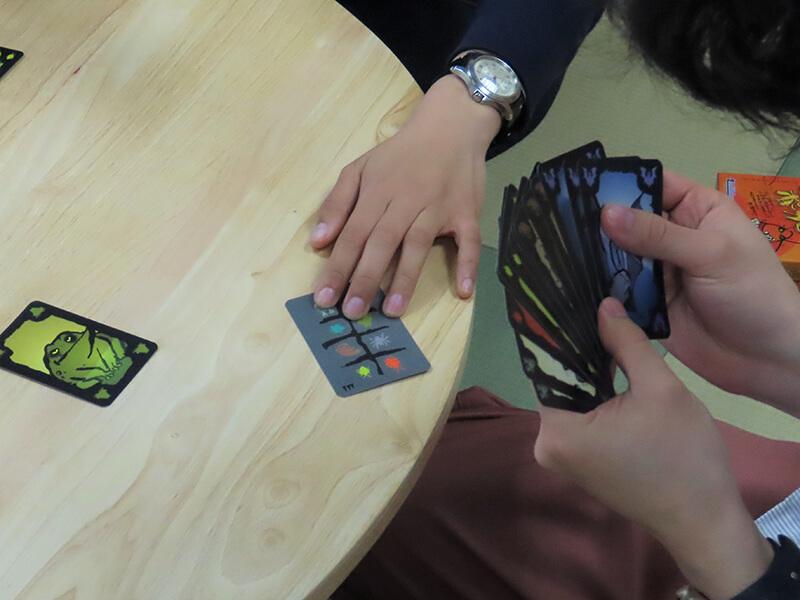 カードを押し付ける