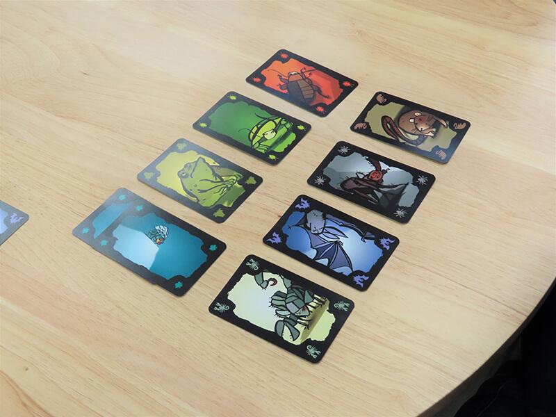 並べられた8種類のカード