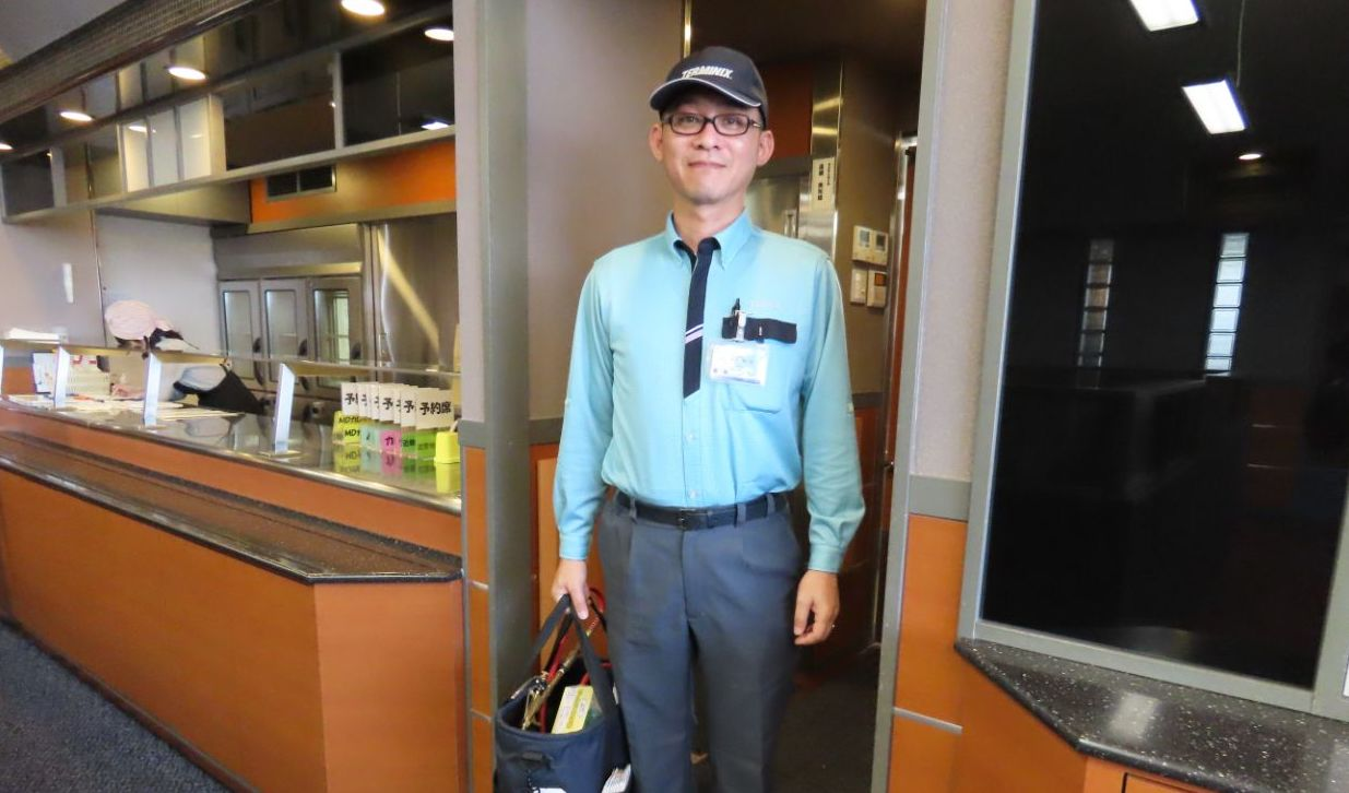 株式会社ダスキン 訪販グループ運営本部カレッジ教育研修室の岡井俊一郎さんのポートレート