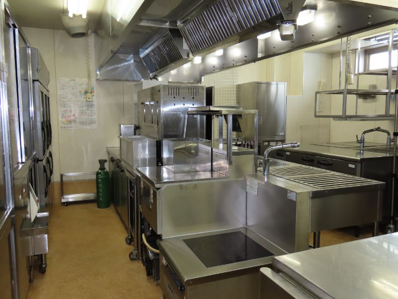 ダスキンの研修センターの食堂の厨房
