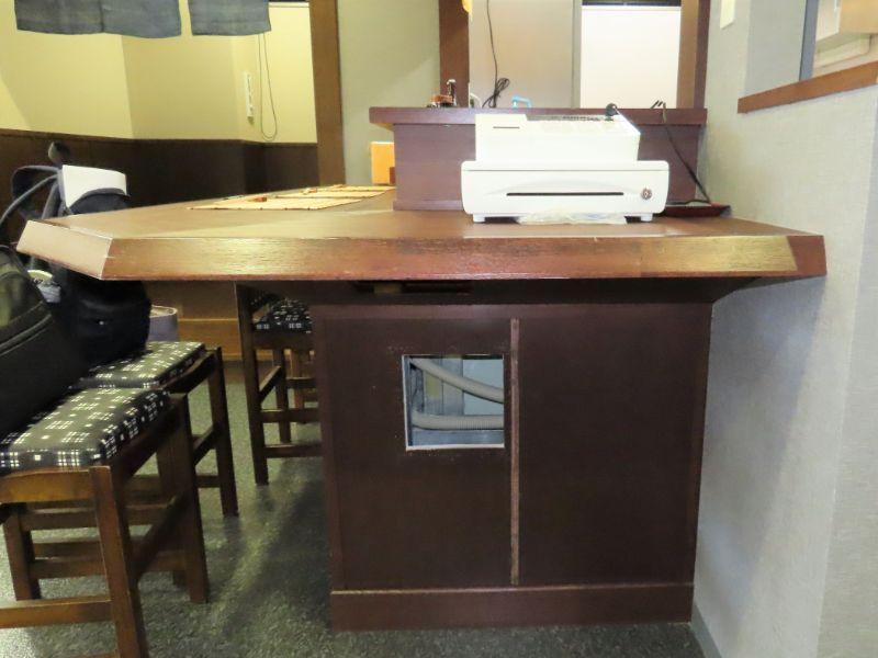 ダスキンの研修センターの居酒屋さんを再現したブースにあるカウンター席