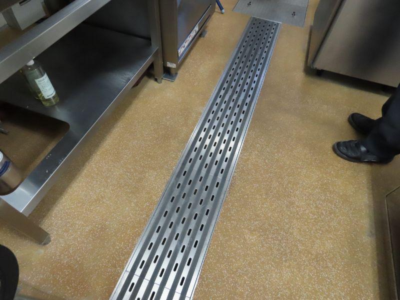 ダスキンの研修センターの食堂の厨房にある排水を流す場所