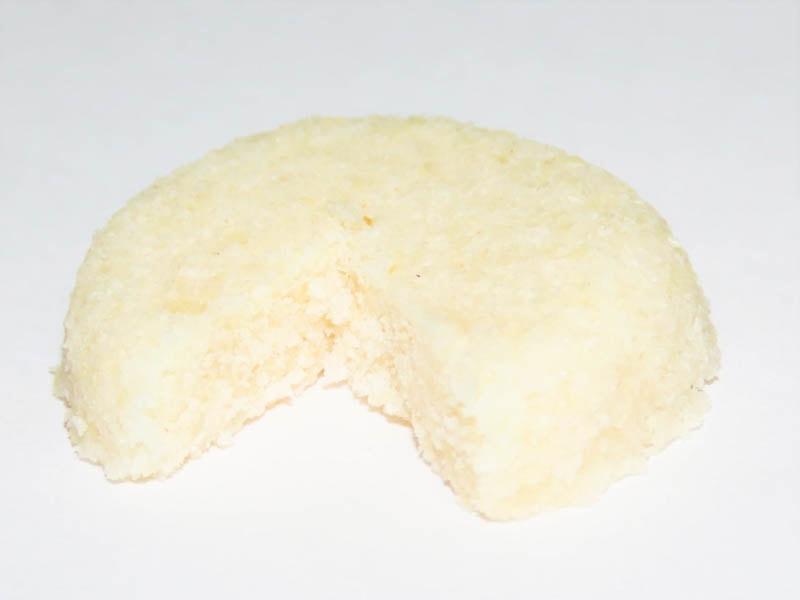 ゴキブリ用 ホウ酸ダンゴ 半なまタイプのプラスチックケースを外して、ホウ酸団子だけ取り出した状態