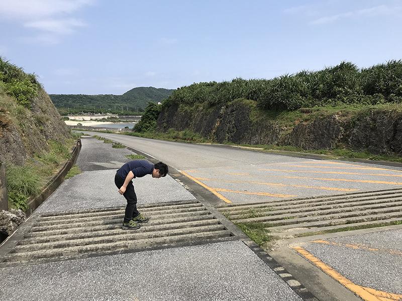 現地調査をおこなう柳澤静磨さんの写真